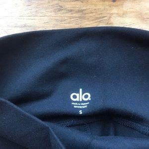 ALO Yoga Pants - Black ALO High Waist Airbrush capris, Small